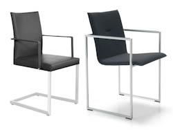 LEDERENSTOELEN_Strakke stoelen met lederen bekleding