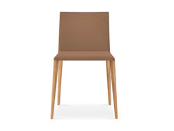 LEDERENSTOELEN_Lederen stoel met houten of metalen poten